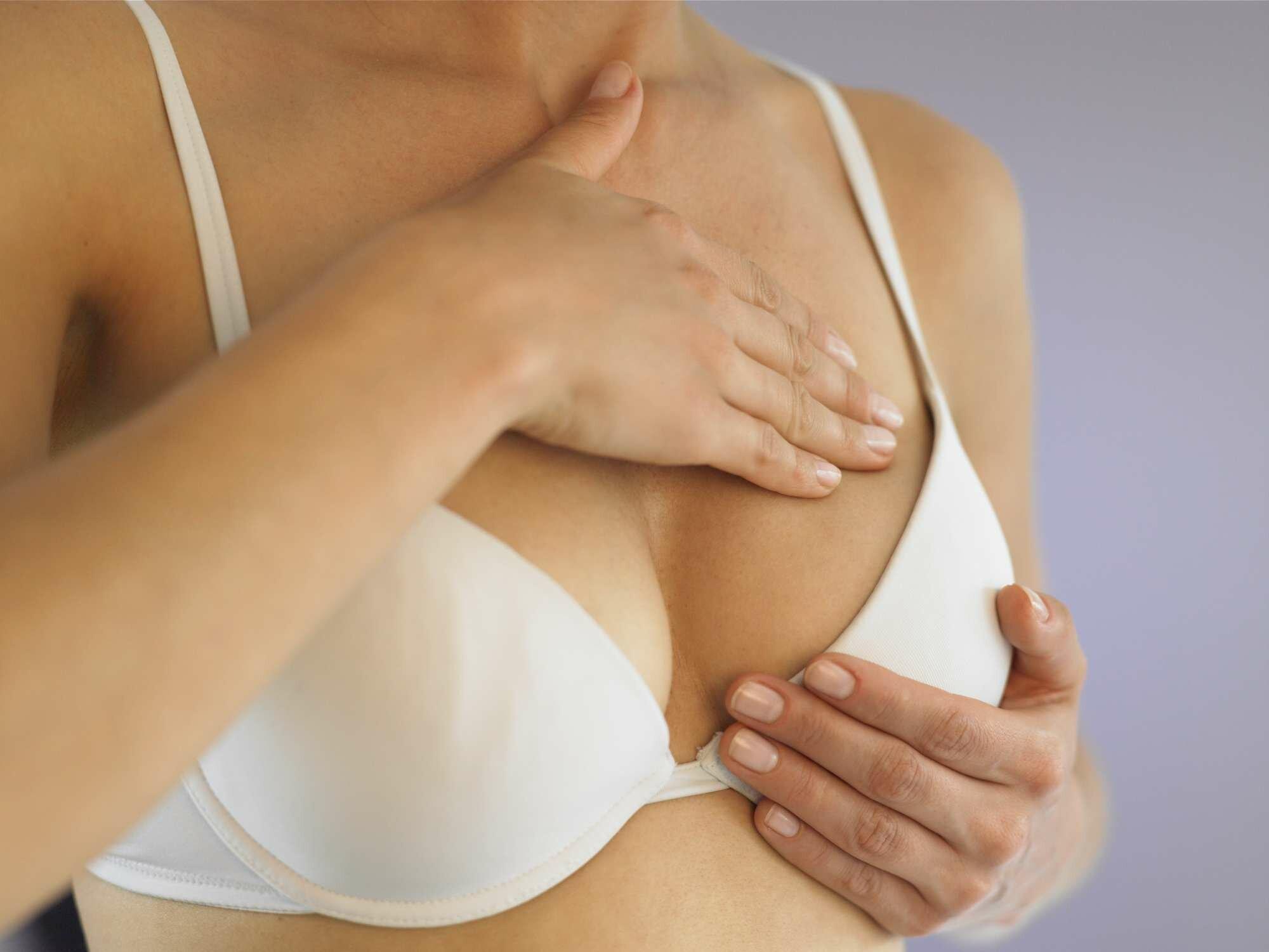 dấu hiệu mang thai_ngực căng tức